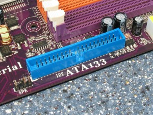 IDE konektor